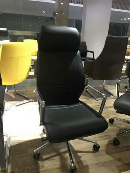 Deauville Swivel Black PU Leather Manager Office Computer Chair -7
